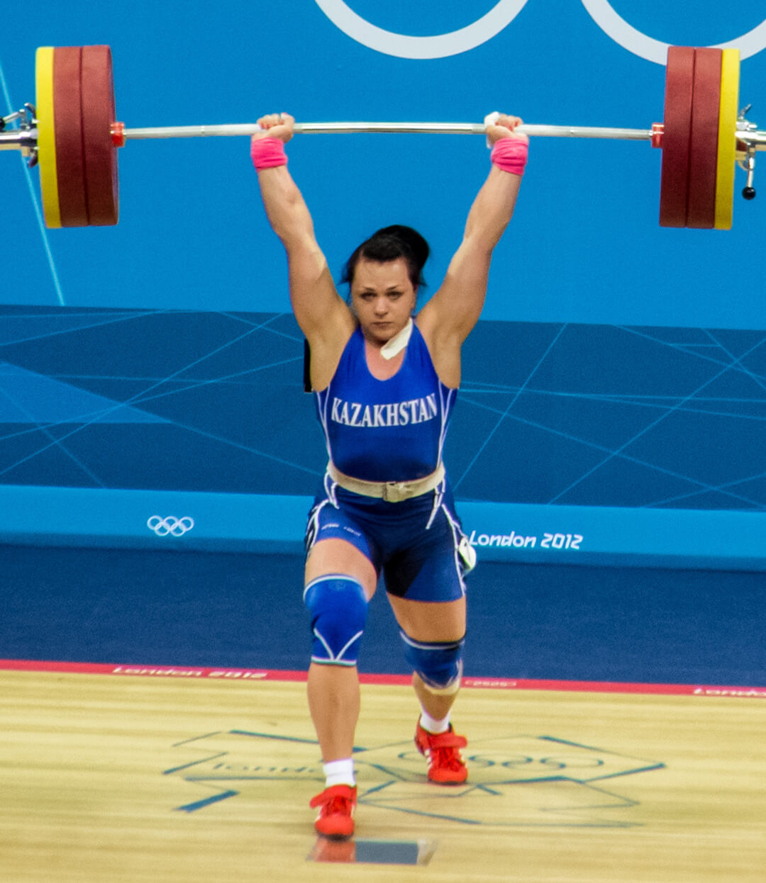 Gewichtheberin inklusive Gewichtheberschuhe